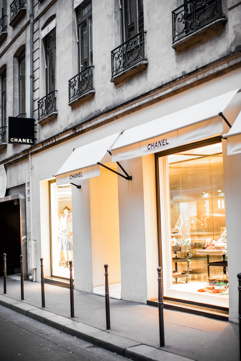 Chanel 31 rue cambon paris unboxing irenesarah for Chanel locations in paris